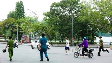 Hà Nội xử phạt hơn 1300 trường hợp tập thể dục, không đeo khẩu trang