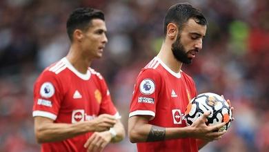 """Sherwood: """"Fernandes sút hỏng phạt đền cho MU do áp lực từ Ronaldo"""""""
