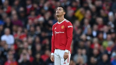 Phản ứng khó hiểu của Ronaldo sau khi Salah ghi bàn bị phát hiện