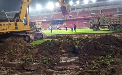 V.League tạm nghỉ, mặt cỏ sân Lạch Tray được làm mới