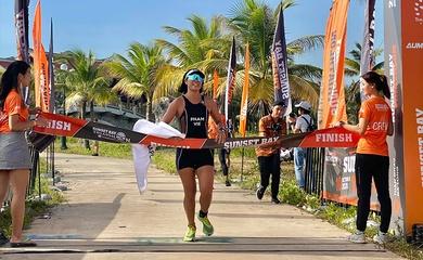 Hai tuyển thủ đăng quang tại giải triathlon ở Tuần Châu