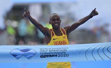 Chàng trai 19 tuổi gây sốc với chức vô địch bán marathon thế giới đầu tiên sau 28 năm cho Uganda