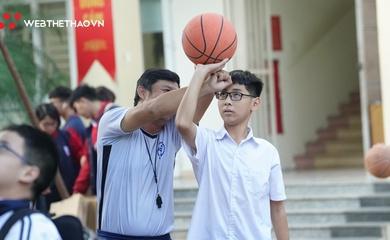 Chùm ảnh học sinh THCS Nguyễn Trãi hào hứng khi làm quen với bóng rổ