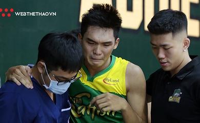 Đau lòng cảnh Phạm Hiền Tài rơi nước mắt rời sân vì chấn thương, Cantho Catfish lo lắng