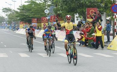 Bứt tốc thành công, Nguyễn Dương Hồ Vũ nhất chặng 3giải đua xe đạp Cup Tôn Hoa Sen