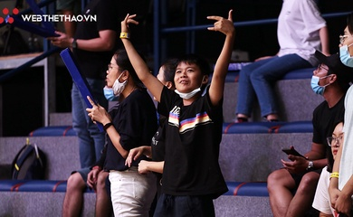 CĐV Hanoi Buffaloes ăn mừng đầy cảm xúc sau cuộc ngược dòng ấn tượng trước Danang Dragons