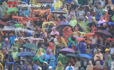 CĐV Bình Định đội mưa mong chờ mở hội lên V.League