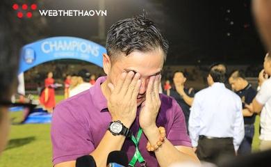 Chùm ảnh: Giọt nước mắt HLV Đức Thắng trên sân Quy Nhơn