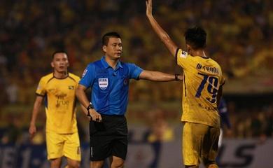 HLV Nam Định khen ngợi trọng tài sau khi trụ hạng V.League 2020