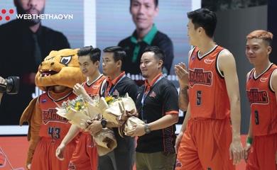 Danang Dragons và Cantho Catfish tri ân HLV trong ngày 20/11