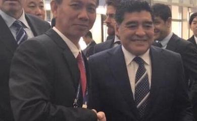 Giới bóng đá Việt bàng hoàng trước tin huyền thoại Maradona ra đi