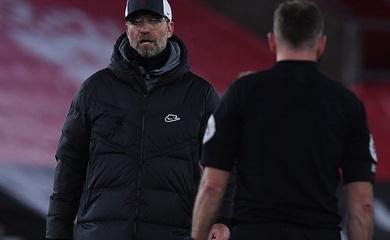 HLV Liverpool bị chê đạo đức giả khi tố trọng tài thiên vị MU