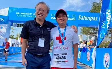 """Ông Hải """"vỉa hè"""" phá sâu kỷ lục cá nhân chạy marathon ngay giải đầu năm 2021"""