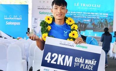 """""""Đệ nhất leo núi"""" Hoàng Nguyên Thanh sáng cửa giành huy chương marathon SEA Games 31"""