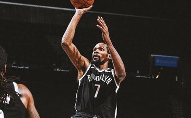 """Kevin Durant ném 3 điểm clutch, """"kết liễu"""" Milwaukee Bucks trong trận cầu nghẹt thở"""