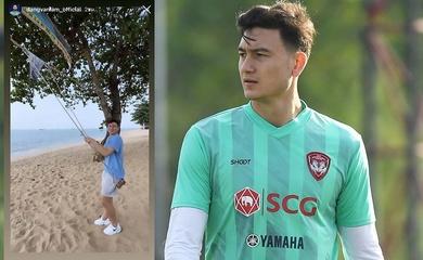 """Đang """"mất tích"""", Đặng Văn Lâm đăng ảnh đi biển khiến CĐV Thái Lan phẫn nộ"""