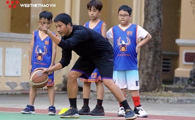 """Nhà vô địch VBA 2018 Phan Minh Luyến: Chia sẻ đam mê từ nghề """"gõ đầu trẻ"""""""