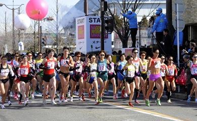 Hơn 11.000 nữ VĐV chạy Nagoya Marathon đúng ngày Nhật tiêm phòng vaccine ngừa COVID-19
