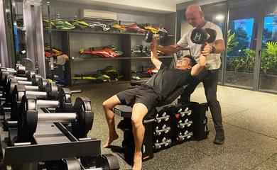 Đại gia Cường đô la tập gym tại nhà, lộ dàn siêu mô hình trực thăng điện tử đắt tiền