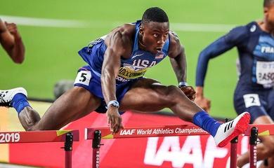 Chàng trai Mỹ Grant Holloway phá kỷ lục thế giới chạy 60m rào tồn tại 27 năm
