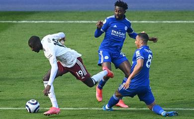 Pepe cùng VAR giúp Arsenal kiếm phạt đền và ngược dòng