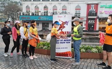 Hàng trăm người đội mưa rét chạy bộ đi hiến máu nhân đạo