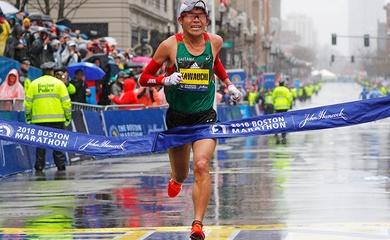 Người đầu tiên trên thế giới chạy 100 marathon dưới 2 giờ 20 phút