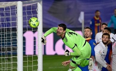 Messi bỏ lỡ siêu phẩm đá phạt góc ở Siêu kinh điển vì cột dọc