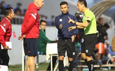 Chuyện lạ có thật tại V.League: Trợ lý HLV nhận nhiều thẻ hơn…cầu thủ