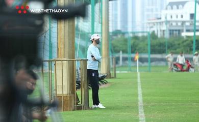 """""""Vị khách"""" được đồn đoán thay HLV Hoàng Văn Phúc """"đột kích"""" buổi tập của Hà Nội FC"""