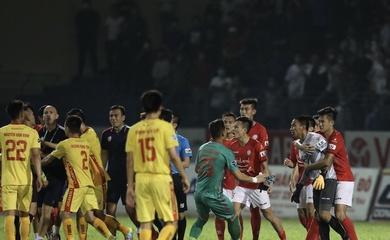 """Hai trợ lý CLB TP. HCM, thủ môn Thanh Thắng bị """"treo giò""""… 9 trận"""