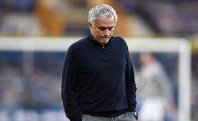 Tottenham sa thải Mourinho ngay trước thềm trận chung kết