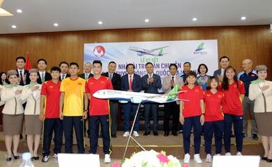 ĐT Việt Nam bay thẳng sang UAE bằng chuyên cơ