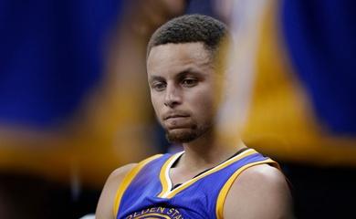 Tại sao ghi 49 điểm mà Steph Curry vẫn buồn rười rượi?