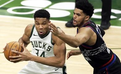 """Joel Embiid """"không cân sức"""" với Giannis Antetokounmpo, Bucks thắng đậm 76ers"""