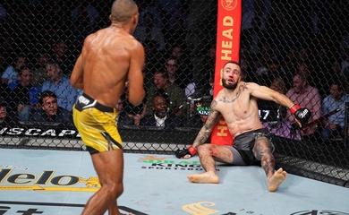 """Knockout """"gây lag"""" đối thủ: Thần cước Edson Barboza trở lại với pha bế mạc Shane Burgos"""