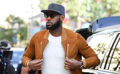 LeBron James trở thành ông vua kiếm tiền trong lịch sử NBA