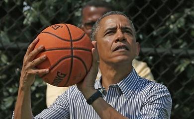 Cựu tổng thống Mỹ Barack Obama nhúng tay vào NBA?