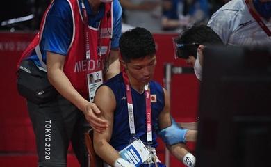 Nghịch lý Boxing Olympic: Ngồi xe lăn rời võ đài, võ sĩ vẫn được xử thắng