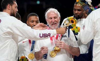 """Sau HCV bóng rổ Olympic 2021, đội tuyển Mỹ chia tay """"bố già"""" Gregg Popovich"""