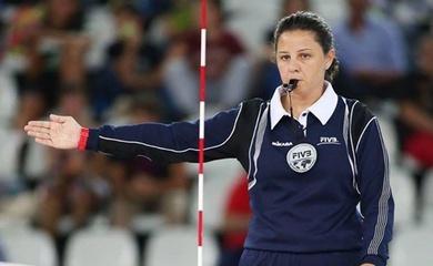 Nữ trọng tài bóng chuyền nổi tiếng treo còi sau giải Vô địch châu Âu 2021