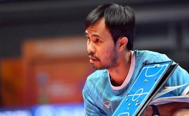 HLV Phạm Minh Giang không về nước cùng futsal Việt Nam