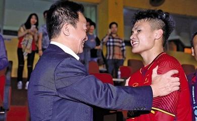 Bầu Hiển bảo thủ, không đổi mới nên Quang Hải lỡ cơ hội xuất ngoại?
