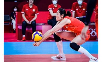 Ngôi sao bóng chuyền Zhu Ting tiến hành phẫu thuật