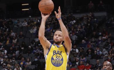 Stephen Curry cùng Warriors tái hiện thành tích từ mùa giải kỷ lục 73-9