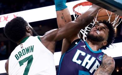 """Boston Cetlics """"đấu súng"""" với Hornets, giành chiến thắng tại OT trong trận cầu nghẹt thở"""