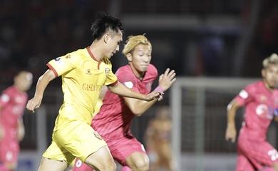 Tiền đạo lại đá hỏng penalty, Hà Tĩnh xuống đáy bảng V.League 2021