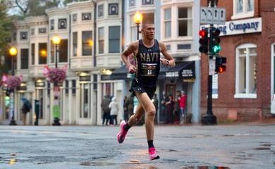 Chàng trai phá kỷ lục thế giới chạy 3 marathon trong 3 ngày