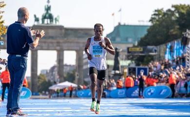 """""""Bại tướng"""" Kenenisa Bekele công bố kế hoạch chạy marathon dưới 2 giờ"""