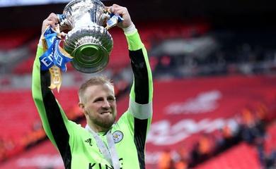 Schmeichel tỏa sáng cùng Leicester để tái hiện thành công của cha